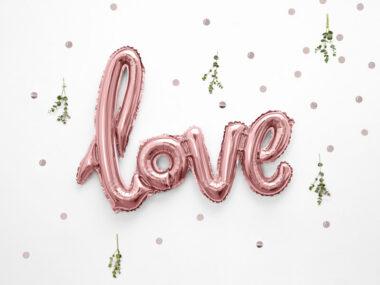 różowy balon napis love