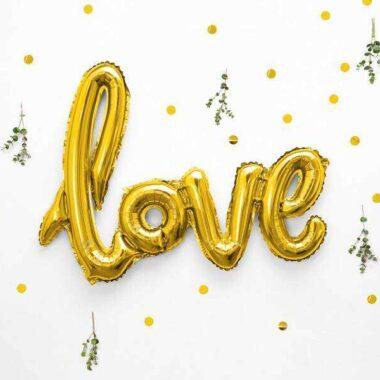 złoty balon napis love